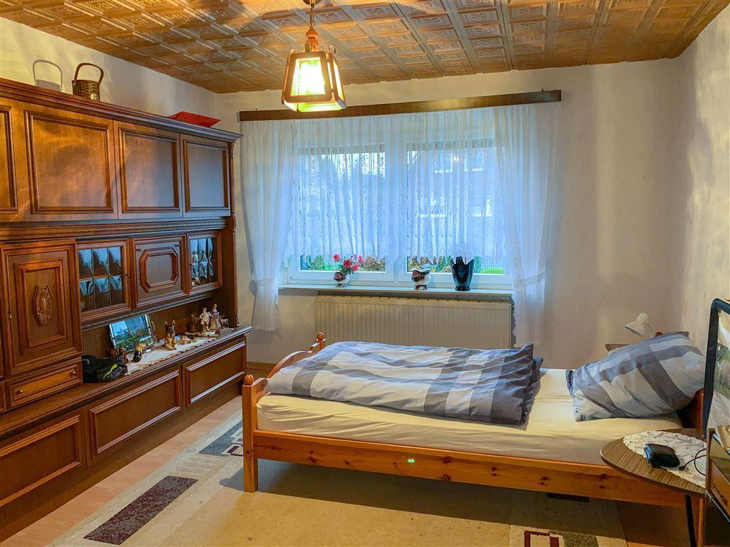 Schlafzimmer (zur Straße)